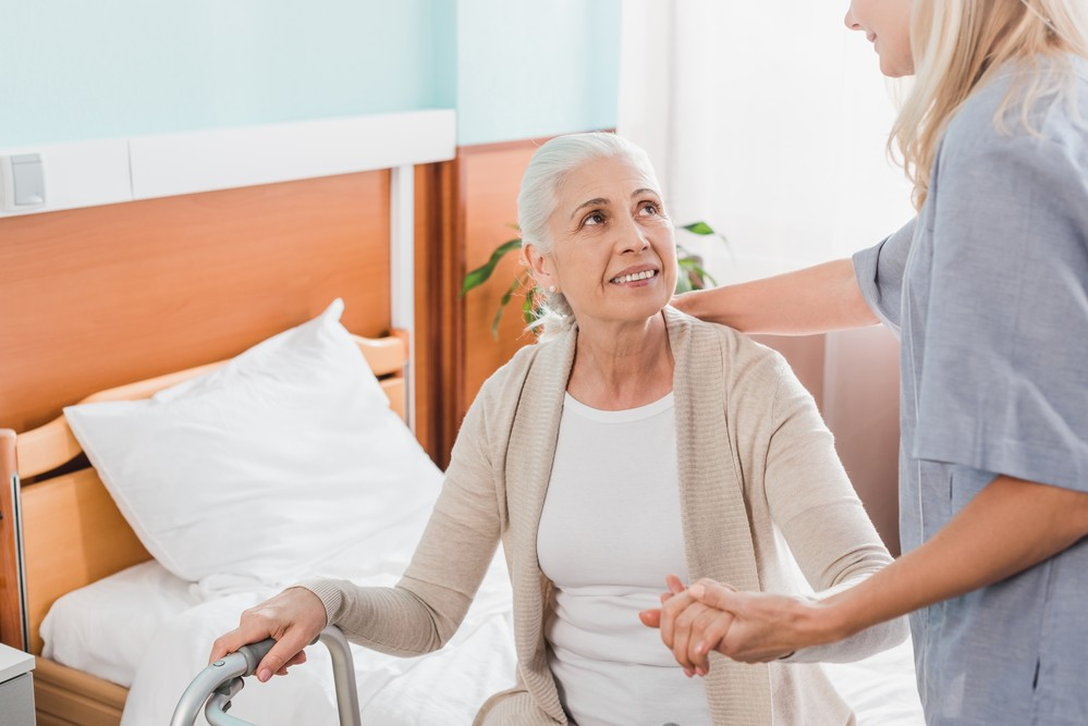The Benefits of Having a Home Health Care Aide for Your Loved One